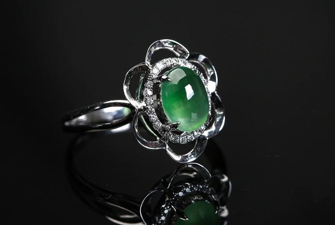 翡翠戒指该如何挑选?翡翠戒指款式也有男女的区别