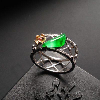 冰种阳绿 翡翠戒指 裸石尺寸12-4-3毫米 内径17毫米 指圈14号
