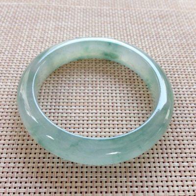 冰种飘花翡翠手镯 正圈尺寸:55.9x12.6x9.5mm