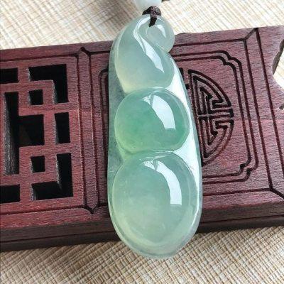 冰种阳绿福豆 翡翠挂件 尺寸44.8~15.9~7.0mm