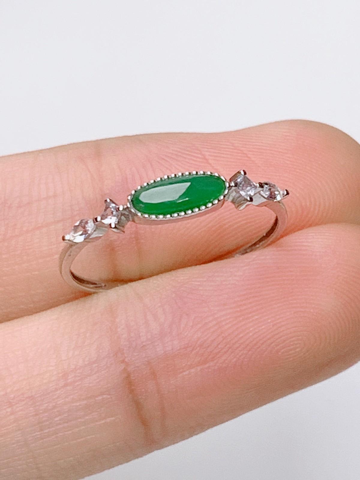 水润干净18K金镶嵌翡翠戒指